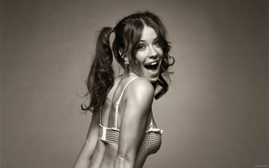 Evangeline Lilly Riéndose