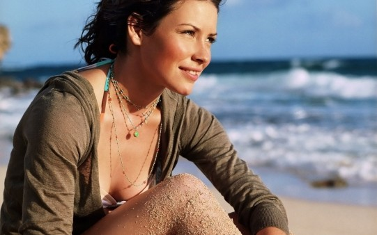 Evangeline Lilly en la Playa.