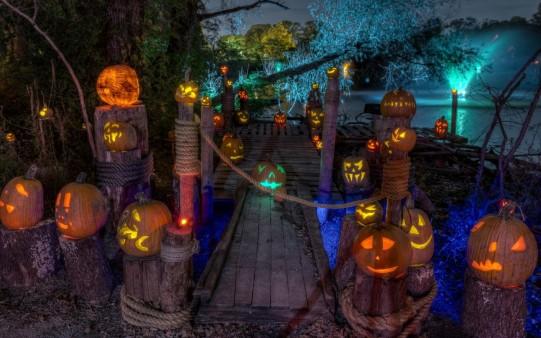 Embarcadero en Halloween.