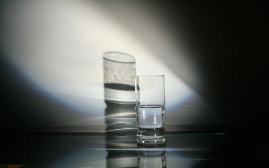 Reflejo de un vaso de Agua.