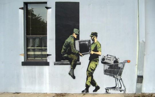 Fondo de Pantalla Graffiti de Crítica Social.